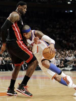 Lebron James e Carmelo Anthony (Foto: AP)
