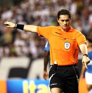 Arbitro Giuliano Bozzano (Foto: Celso Avila / Futura Press)