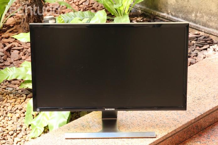 O monitor Samsung UD590 tem tela de 28 polegadas Full HD (Foto: Anna Kellen Bull/TechTudo)
