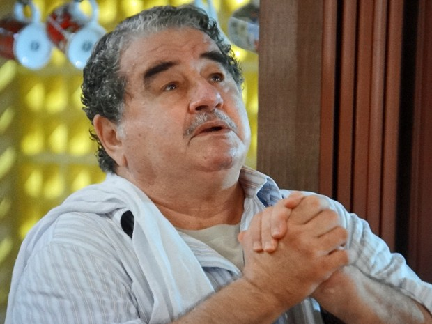 Vicente demonstra nervosismo com a ideia da neta (Foto: TV Globo)