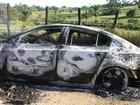 Polícia encontra 2 carros incendiados perto de agência explodida na Bahia