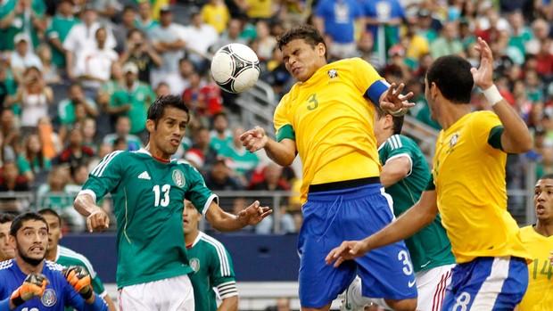 thiago silva méxico x brasil (Foto: Reuters)