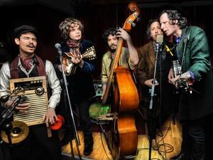 Banda traz improvisação em show para todos os gostos musicias (Foto: Divulgação / Andrei Andi)