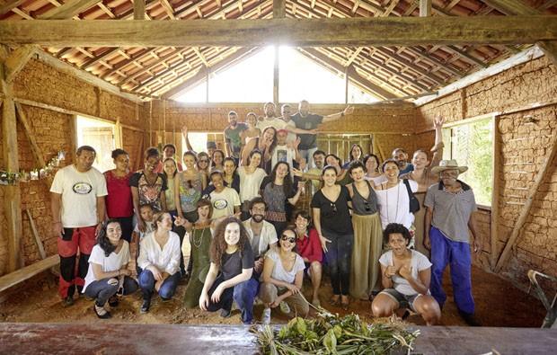 Alunos e comunidade no encerramento da imersão do designer Marcelo Rosembaum, na comunidade Quilombo do IvaporunduvaCRÉDITO OBRIGATÓRIO (Foto: © Luiz Cunha/ISA)