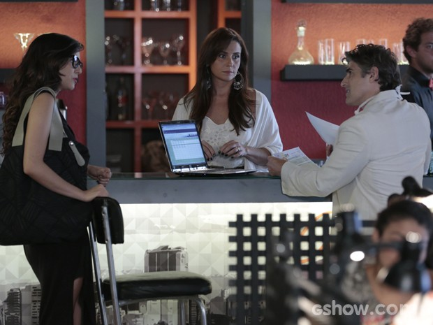 Cadu é ríspido ao responder Marina (Foto: Felipe Monteiro/TV Globo)