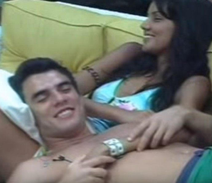Mariana de chamego com Daniel no BBB6 (Foto: TV Globo)