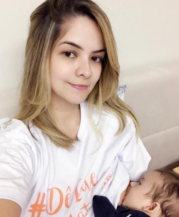 Maria Cecília amamenta o filho, Pedro (Foto: Reprodução/Instagram)