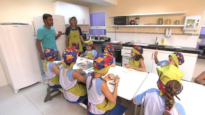 Alimentação saudável é incluída na grade curricular de escola da capital (Foto: TV Bahia)