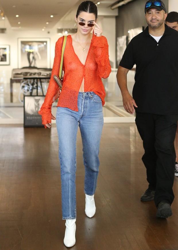 Kendall Jenner sem sutiã (Foto: AKM Images)