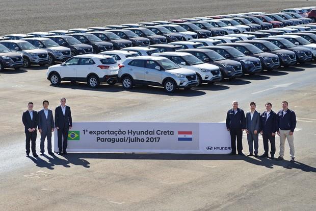 Executivos da Hyundai Brasil comemoram o início das exportações do Creta para o Paraguai (Foto: Divulgação)