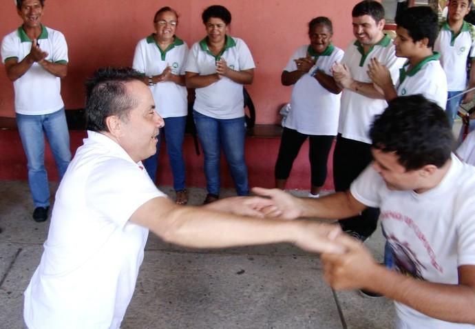 Paranauê! Rolou até capoeira com Geraldo Magela (Foto: Se Liga VM)
