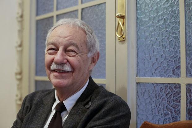 O escritor catalão Eduardo Mendoza em foto de 29 de outubro de 2015; ele ganhou o Prêmio Cervantes 2016, considerado o Nobel da literatura em língua hispânica (Foto: Pau BArrena/AFP)