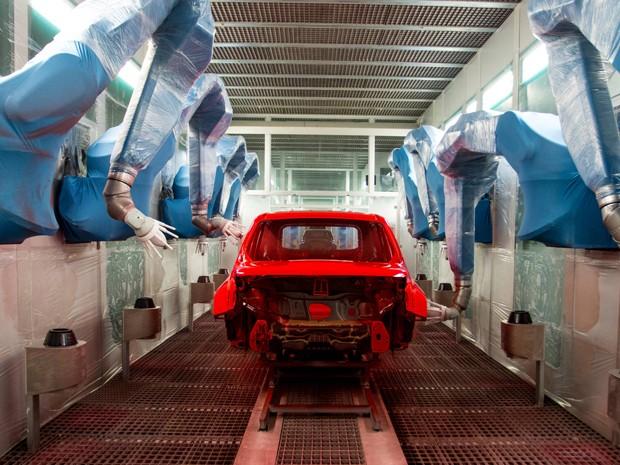 Ciclo compacto de pintura, sem utilização de primer, é uma das inovações da fábrica (Foto: Divulgação / FCA)