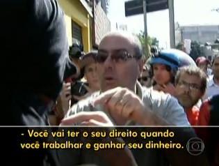 Pai tirou filho de protesto em São Paulo (Foto: Reprodução/TV Globo)