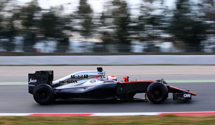 O dia foi proveitoso para a McLaren, que conseguiu completar 100 voltas com Jenson Button (Foto: Getty Images)
