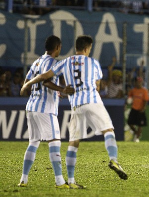 Zaga com Raul e Fábio Sanches teve boa atuação contra o Atlético-PR (Foto: Tarso Sarraf/O Liberal)