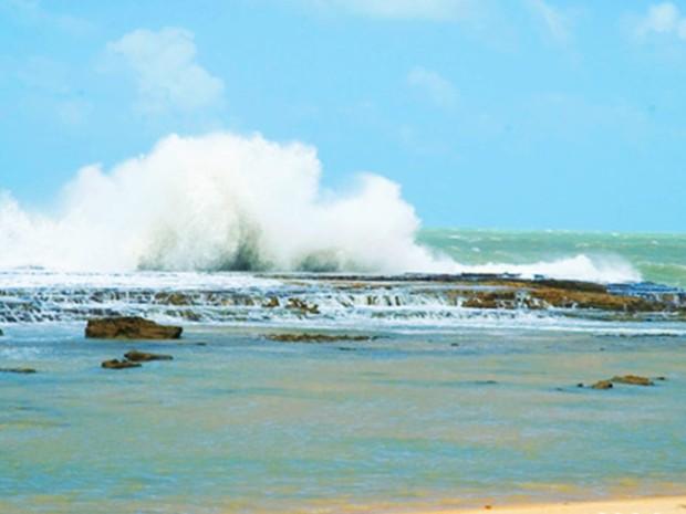 Praia de Barreta, no litoral Sul do RN, tem muitas fomações rochosas (Foto: Y Masset  )
