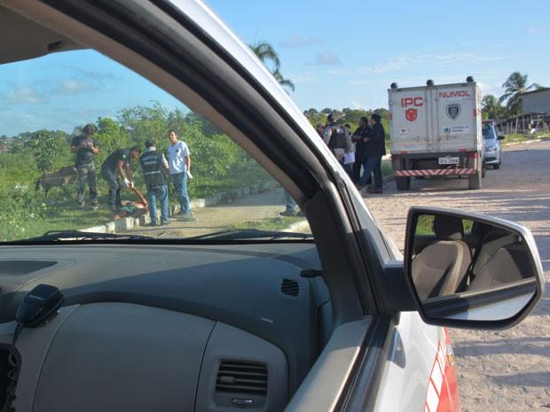 V�timas foram assassinadas uma com disparo de arma de fogo na cabe�a, outra com perfura��o no t�rax (Foto: Walter Paparazzo/G1)
