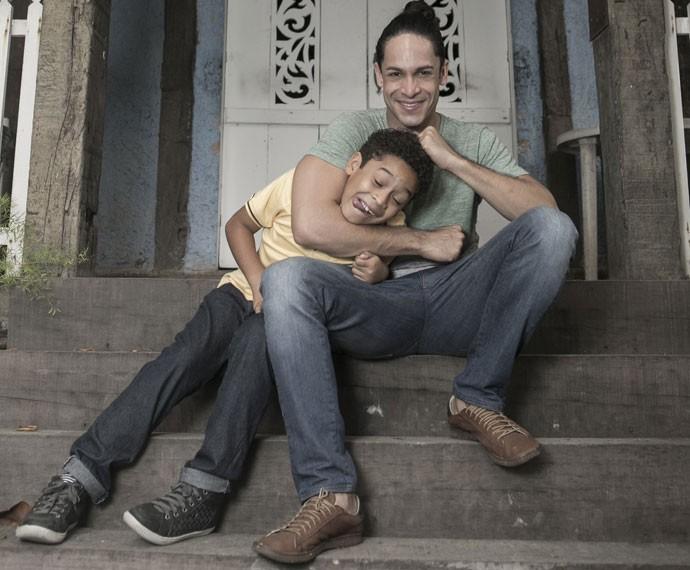Rainer Cadete revela que é amoroso, mas impõe limites ao filho (Foto: Inácio Moraes/Gshow)