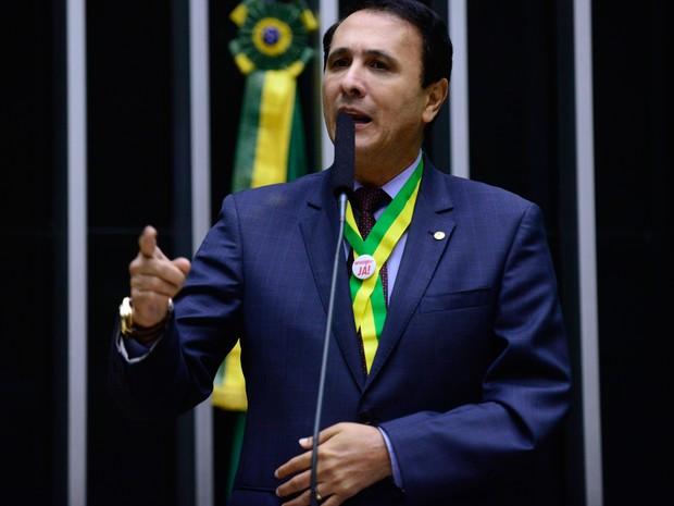 Deputado federal Carlos Gaguim (PTN-TO) durante discurso no plenário da Câmara em abril de 2016 (Foto: Nilson Bastian/Câmara dos Deputados)