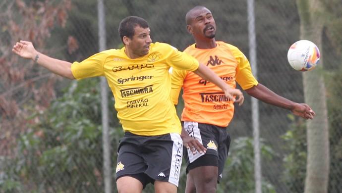 Neto Baiano Wanderson Criciúma (Foto: Fernando Ribeiro/www.criciumaec.com.br)