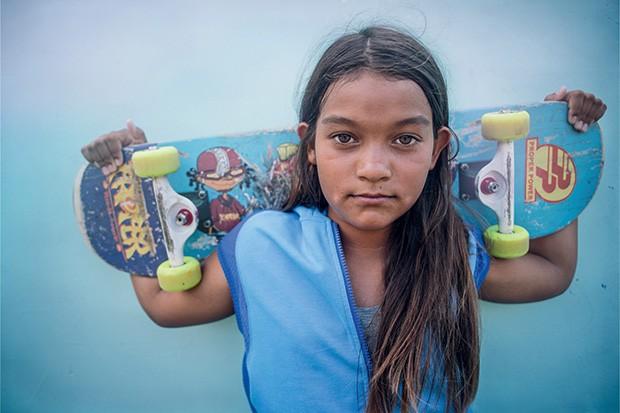 Kekai, 12, chamou a atenção de Kate por sua paixão pelo skate e pela velocidade. (Foto: Kate T. Parker)