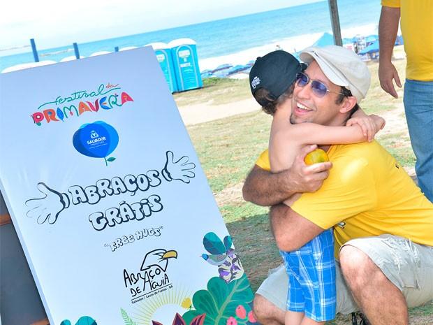 Campanha do Abraço no Festival da Primavera (Foto: Max Haack/Agecom)