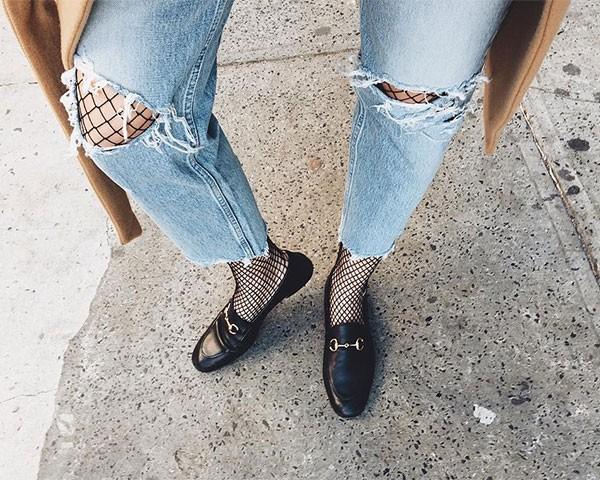 Meia arrastão com loafers (Foto: Reprodução/Imaxtree)