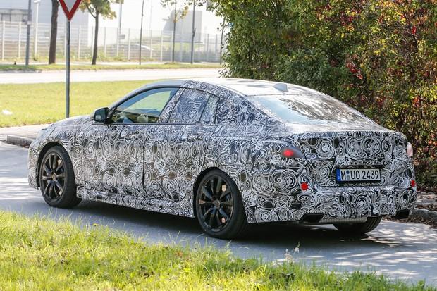 BMW Série 2 GranCoupé flagrado em testes (Foto: Automedia)