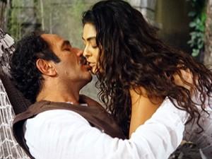Gabriela e Nacib trocam beijos ardentes (Foto: Gabriela / TV Globo)
