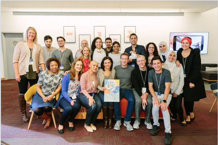 Mark Zuckerberg comemora com a equipe os 12 anos do Facebook e o Friends Day (Foto: Divulgação/Facebook)