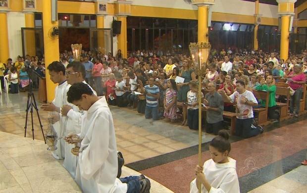 Mais de mil fiés participaram da celebração na Catedral de São José (Foto: Amapá TV)