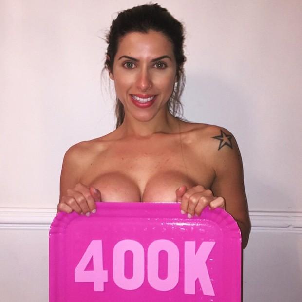 Ana Paula Minerato posa fazendo topless (Foto: Instagram/ Reprodução)