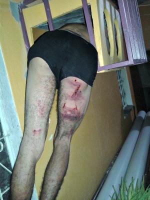 Presidiário chegou a ser agredido pelos moradores revoltados  (Foto: Divulgação/PM-AM)