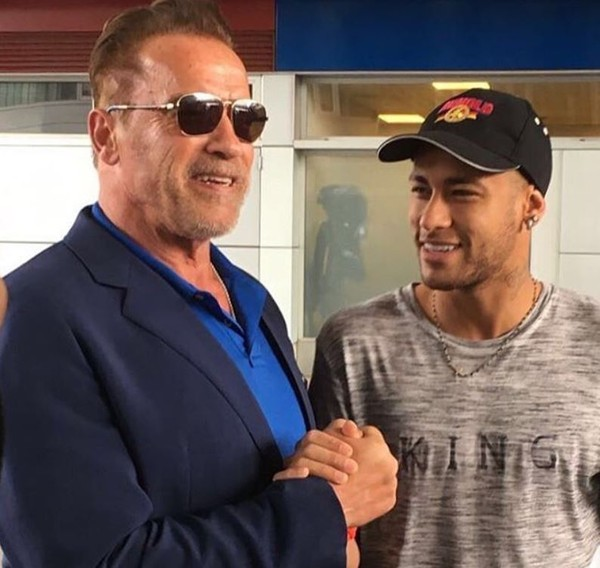 Neymar e Arnold Schwarzenegger posam juntos em Barcelona