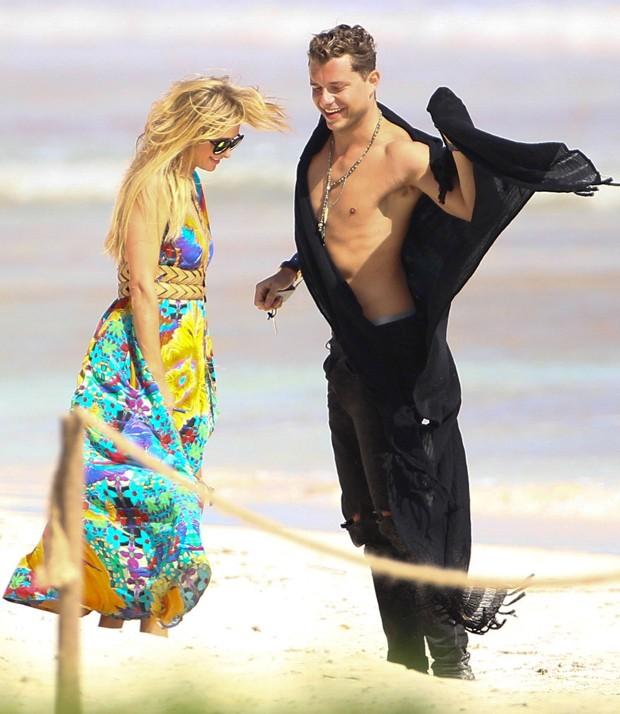 Paris Hilton e novo affar (Foto: AKM-GSI)