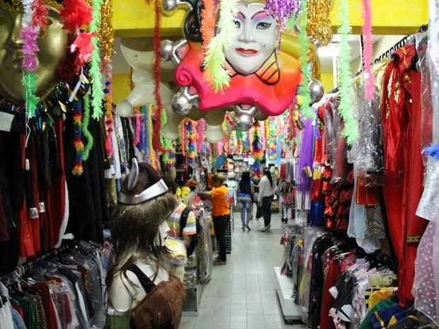 9e6f6ed9c G1 - Carnaval movimenta comércio de fantasias em Manaus - notícias ...