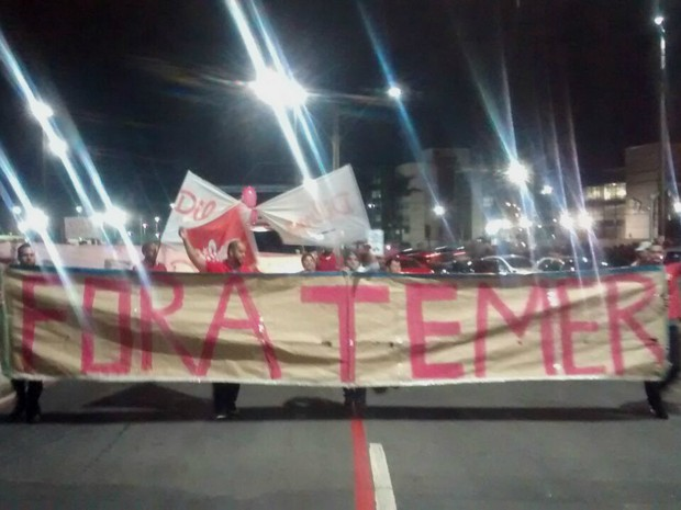 Ato contra o presidente em exercício, em Vitória, Espírito Santo (Foto: Rafael Monteiro de Barros/ CBN Vitória)