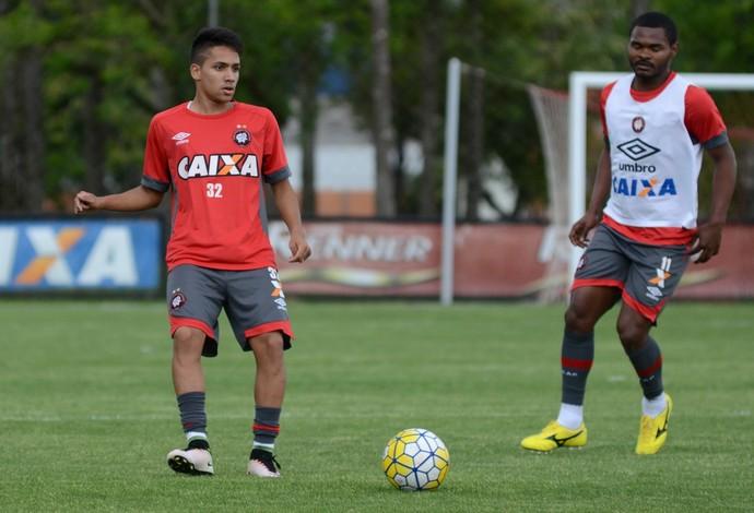 Giovanny, Nikão, Treino, Atlético-PR (Foto: Fábio Wosniak/Atlético-PR)