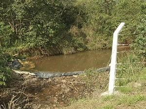 Captação de água é feita neste ponto. (Foto: Reprodução / InterTV dos Vales)