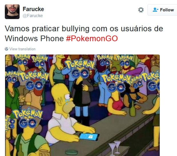 Homer Simpson aparece em meme que caçoa de donos de Windows Phone que não poderão jogar 'Pokémon Go' por enquanto (Foto: Reprodução/Twitter/Farucke)