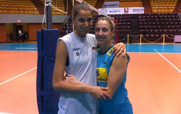 Elitsa Vasileva e Pri Daroit matam a saudade durante intervalo de treino em Porto Rico (Foto: Divulgação/CBV)