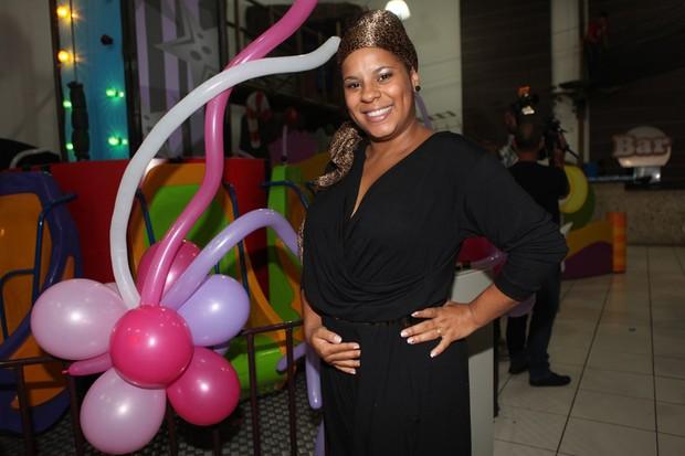 Ex-BBB Janaína do Mar no aniversário de Giulia, filha de Scheila Carvalho (Foto: Iwi Onodera / EGO)
