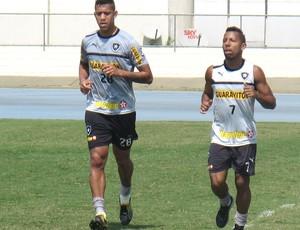 Antônio Carlos e Vítor Júnior, Treino do Botafogo (Foto: Fred Huber / Globoesporte.com)