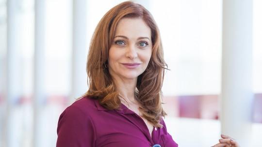 Alexandra Richter comenta cenas de Breno vestido de mulher em 'A Regra do Jogo'