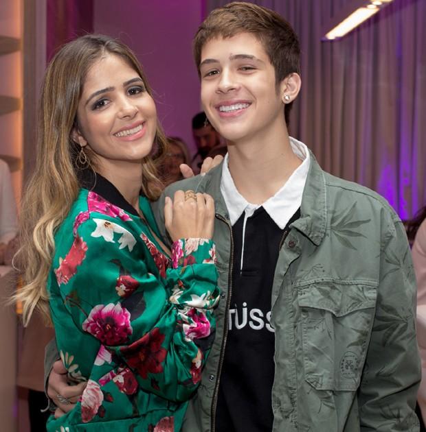 João Guilherme e a mãe, a empresária Naira Ávila (Foto: Bruno Melero / AgNews)