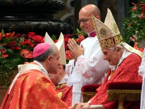 Dom Airton José dos Santos, arcebispo de Campinas, e o Papa Bento XVI (Foto: Divulgação)