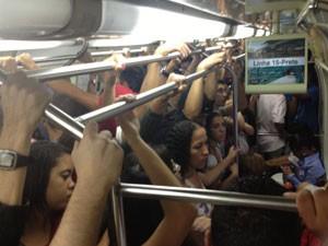 Trens ficaram lotados nesta manhã (Foto: G1)