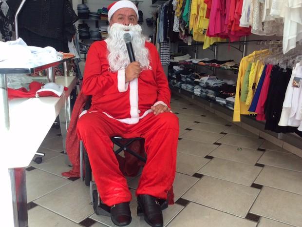 Ricardo Melotto é locutor e atua também como Papai Noel (Foto: Jéssica Balbino/ G1)