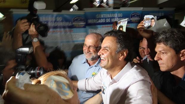 O candidato Aécio Neves durante visita ao Mercadão de Madureira (Foto: : Ale Silva/Futura Press/Estadão Conteúdo)
